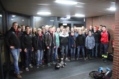 Gruppenbild der Jugendfeuerwehr bei der Eisdisco in Sande