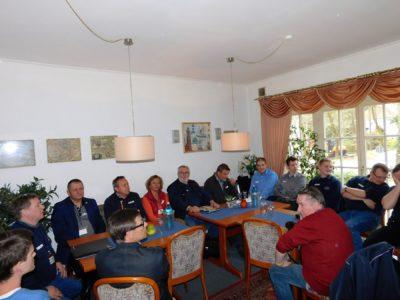 In großer Runde mit polnischer Beteiligung trafen sich die Mitlieder der Kreis-Jugendfeuerwehrleitung des Landkreis Oldenburg zu ihrer Sitzung.