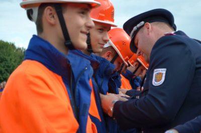 Voller Stolz tragen die JF-Mitglieder nach bestandener Prüfung ihr neues Abzeichen. Foto: Klaus Smit